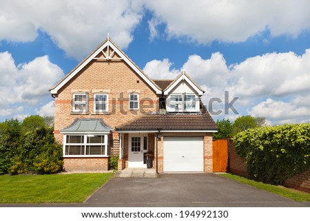 Detached house with a garage #194992130