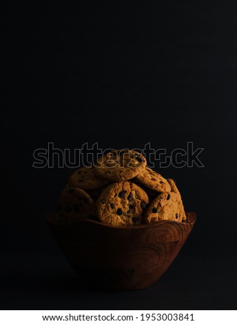 Super Amoled HD Vertical Picture of Chocolate Chip Cookies and Brown Bowl.