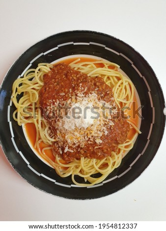top down picture of spaghetti bolognese
