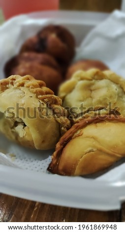 Picture of the curry puff close up on the plate