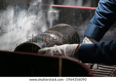 Training of DPI or PT test weldment, surface preparation