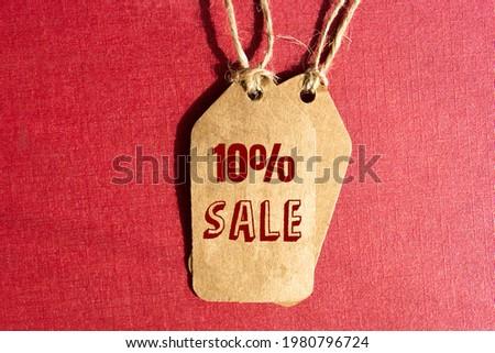 Inscription 10 % off on blank tag
