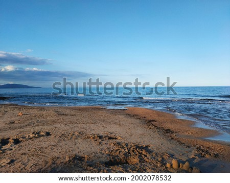 photo picture of the sea coast merging with the blue sky