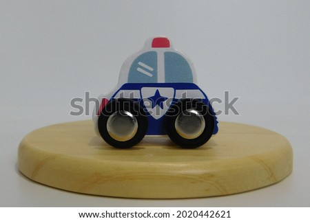 the miniature police car for children's toys is very cute