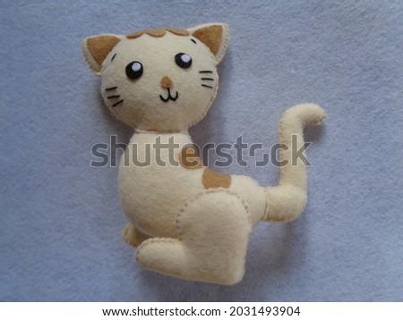 Cute cartoon pet cat toy by felt for children.