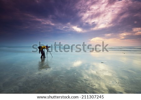 Alone nature Muslim Photographer shoots the seascape with reflection clouds