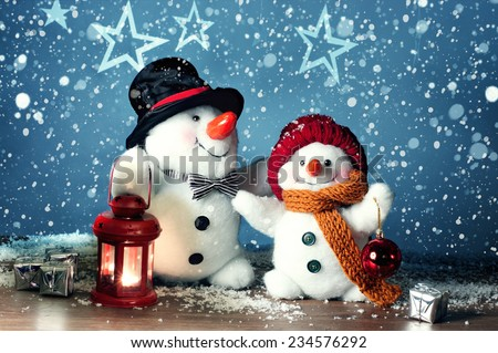 Two smiling snowmen  in the snow, no name toy