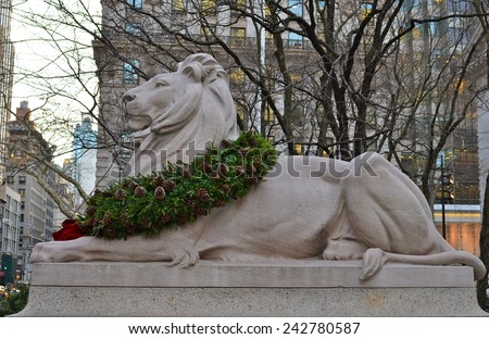 Stone lion at entrance to the New York City Library, NYC, USA