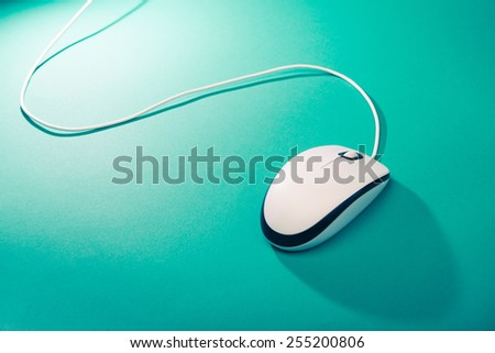 computer mouse on emerald background #255200806