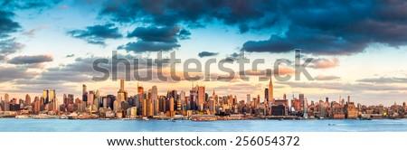 Panoramic view of the midtown Manhattan skyline before sunset (ultra high resolution)