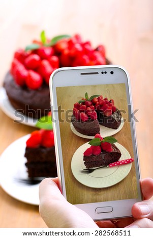 Taking picture of a cake by smartphone