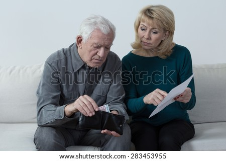 Elderly marriage sitting and discussing their financial problems #283453955