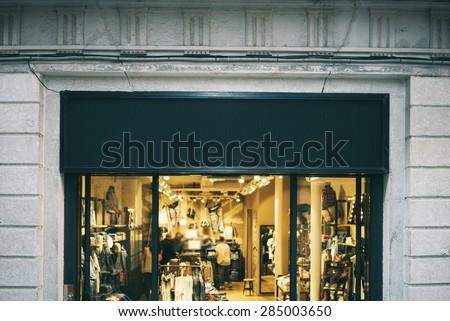 Black sing board shop