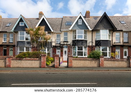 English street of terraced houses, without parked cars. #285774176