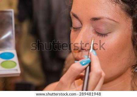 Makeup artist apply makeup to a model. #289481948