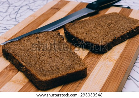 Photo of the bread and knife with selective focus #293033546