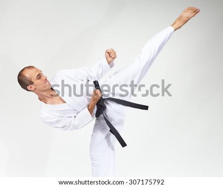 High blow mawashi geri is beating sportsman #307175792