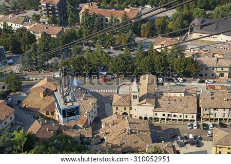 SAN MARINO , ITALY - 15 AUGUST 2015 :  cable car connecting the village and the castle located on the mountain. the cable car is the means most convenient and used by tourists to reach the summit #310052951