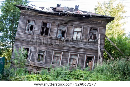 Abandoned wooden house in  Arkhangelsk, Russian northern city. Example of early XXth architecture.  #324069179