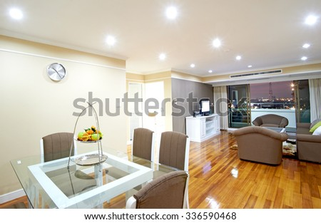 room in town #336590468
