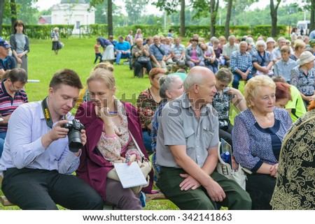 """OREL, RUSSIA - JUNE 27, 2015: The guy with the girl with interest viewing images on the camera Nikon made at public events at the museum-estate Ivan Turgenev """"Spasskoye Lutovinovo"""" #342141863"""