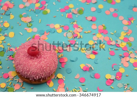 Cupcake on confetti background - happy birthday card
