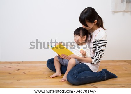 kid enjoy with story telling