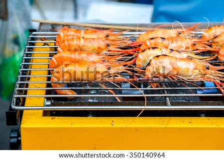 Grilled prawns on the electricity grill in fresh food market #350140964