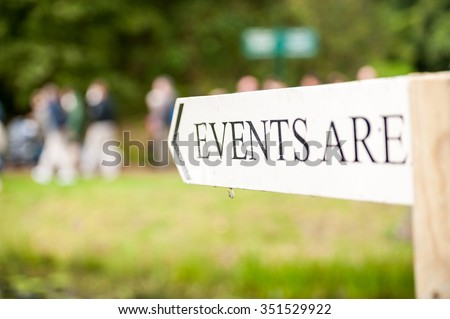 White arrow sign pointing to a direction saying events are