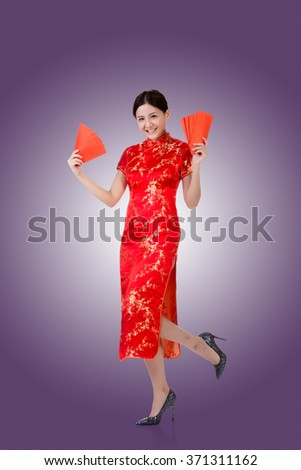 Chinese woman in traditional cheongsam in the new year #371311162