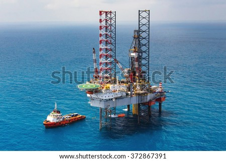 Offshore oil rig drilling platform/Offshore oil rig drilling platform in the gulf of Thailand #372867391