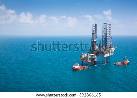 Offshore oil rig drilling platform with copy space. #392866165
