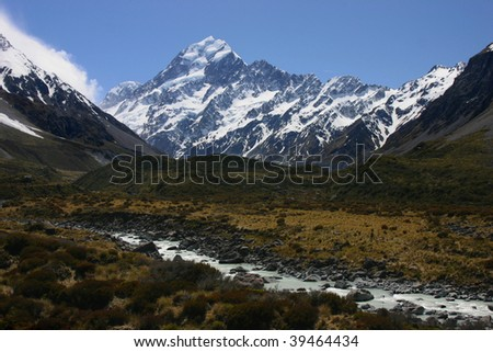 Mount Cook seen from the Hooker Valley river #39464434