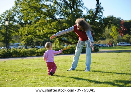 Young dad and his little daughter playing Frisbee in the park #39763045
