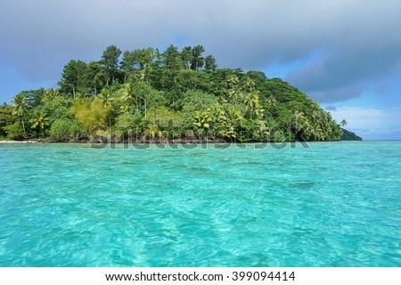 Green islet with turquoise water, motu Vaiorea, Bourayne bay, Huahine island, Pacific ocean, French Polynesia