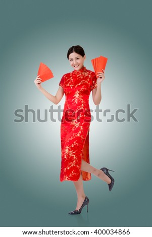 Chinese woman in traditional cheongsam in the new year #400034866