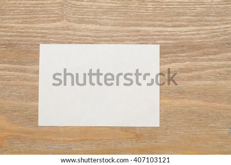 note paper on wooden background #407103121