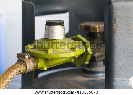picture of open and closed Gas valve.