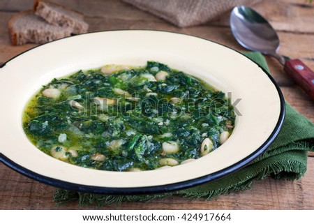 soup of spinach and peas #424917664