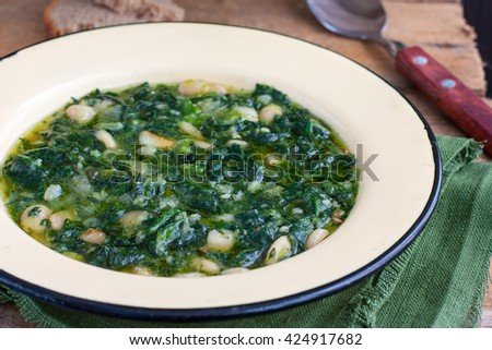 soup of spinach and peas #424917682