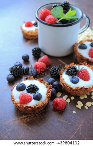 Oat cookies with light yogurt and fruits #439804102