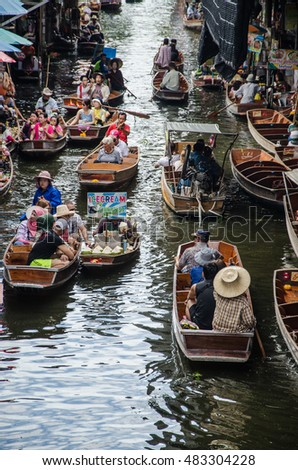 THAILAND DAMNOEN SADUAK - september 14,2016 : Damnoen Saduak Floating Market Featuring many small boats laden with colourful fruits, vegetables and Thai cuisine #483304228