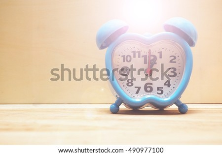 Time clock on afternoon  1.00 p.m. #490977100