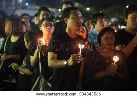 BANGKOK, THAILAND -OCT 22,2016:Thai people singing the anthem and hold the candle for His Majesty King Bhumibol at Sanam Luang at night in front of the Royal Palace to pay respect in Bangkok,Thailand. #504845566