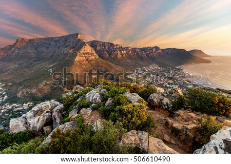 Table mountain sunset Royalty-Free Stock Photo #506610490