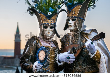Beautiful couple of masks at St. Mark square during the carnival of Venice. #518084686