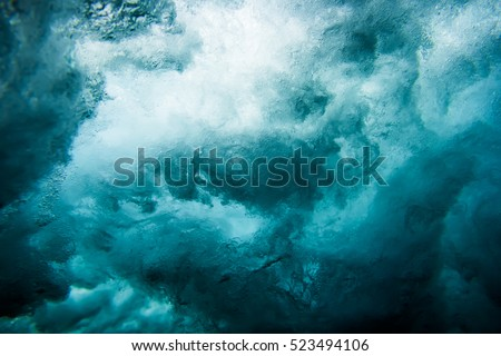 Wave underwater Royalty-Free Stock Photo #523494106