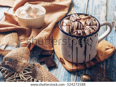 Hot chocolate with marsmallow candies Royalty-Free Stock Photo #524272588