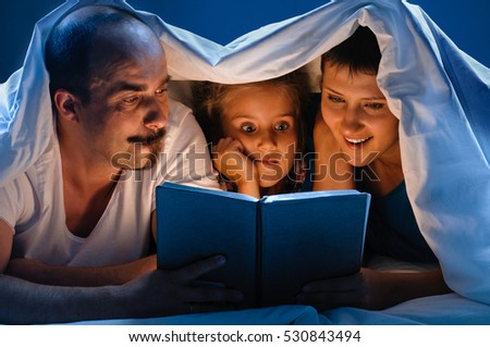Reading family in bed #530843494