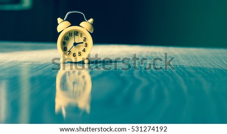 Clock on table reflection
